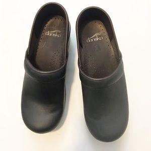 dansko matte very dark navy blue clogs sz 36